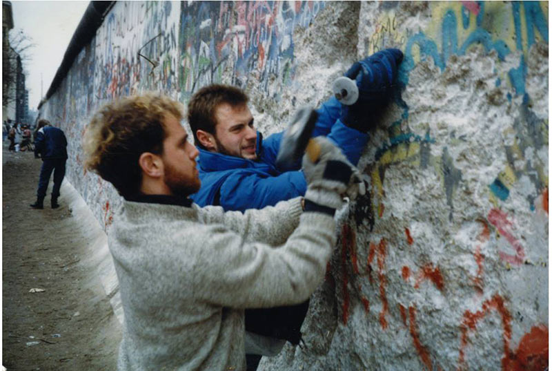 FINAO_-David-_-Eric-Johnson,-Berlin-Wall-1989
